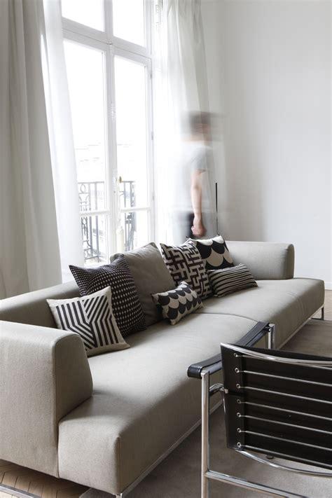 interieur dun appartement parisien revisite coussins