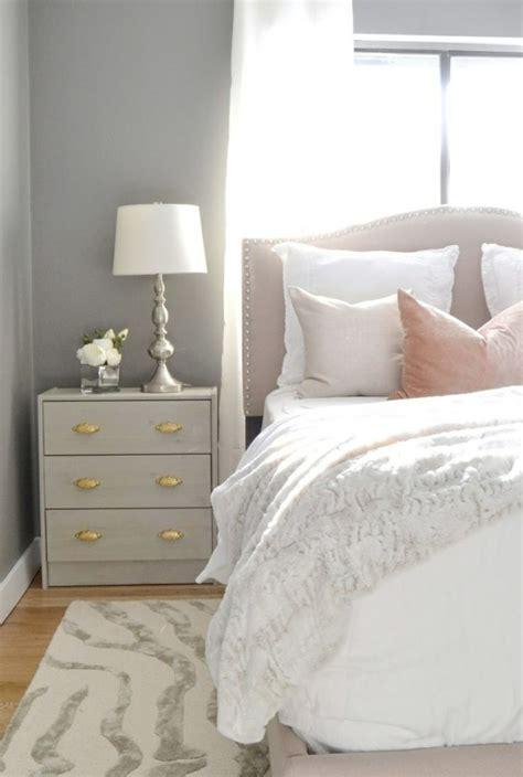decoration de chambre de nuit quelle table de chevet choisir pour votre chambre à