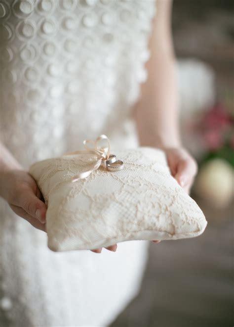 Cuscini Per Le Fedi 5 Idee Per Portare Le Fedi All Altare Wedding Planner