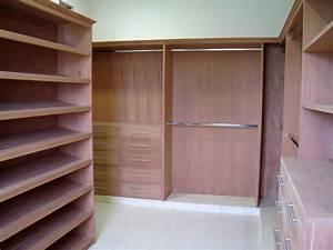 CEDAR CLOSET Modern Closet Other By Berezowski