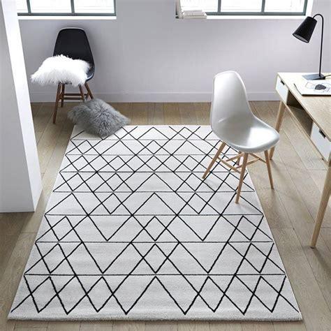 tapis de sol blanc les 20 meilleures id 233 es de la cat 233 gorie tapis blanc noir sur