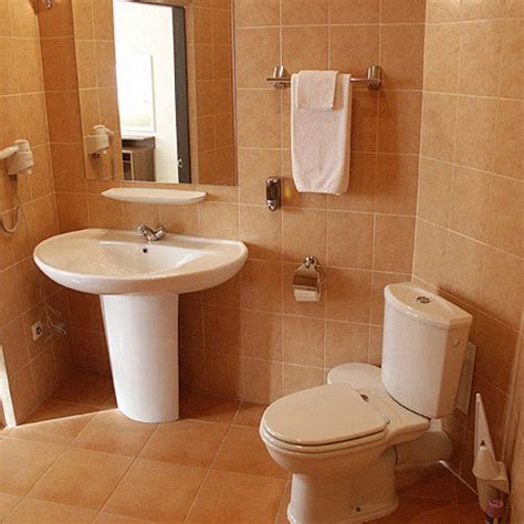 basic bathroom decorating ideas cara mendesain kamar mandi kecil agar lebih baik uprint id