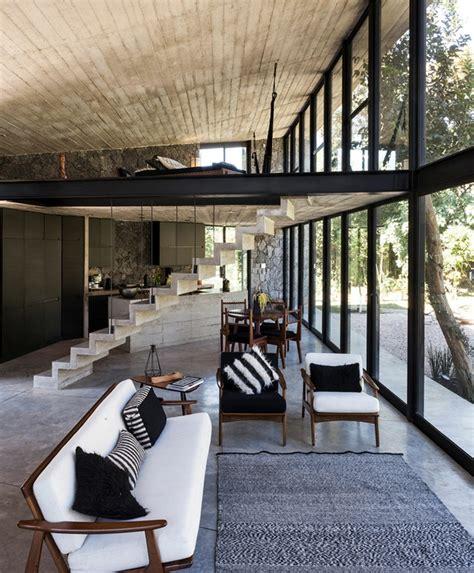 synonyme de canapé mur de et parement en béton d 39 une maison design au