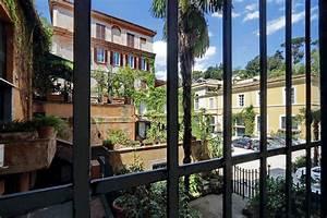 Spanish Steps Stylish Apartment