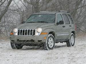 129 0607 01 Z 2005 Jeep Liberty Crd Limited Front View