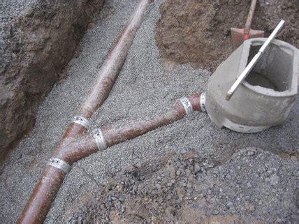 grundleitung unter bodenplatte sicherstellen der grundst 252 cksentw 228 sserung planungs und ausf 252 hrungshinweise f 252 r gusseiserne