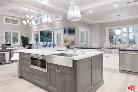 kitchen cabinets san fernando valley i marlene king buys encino home for 5 3m trulia s 8135