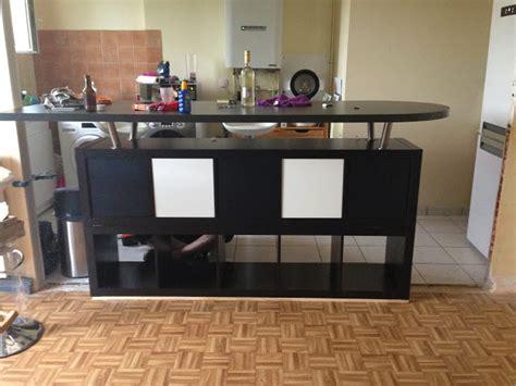 transformer une table de cuisine table bar de cuisine avec rangement table tabourets bar