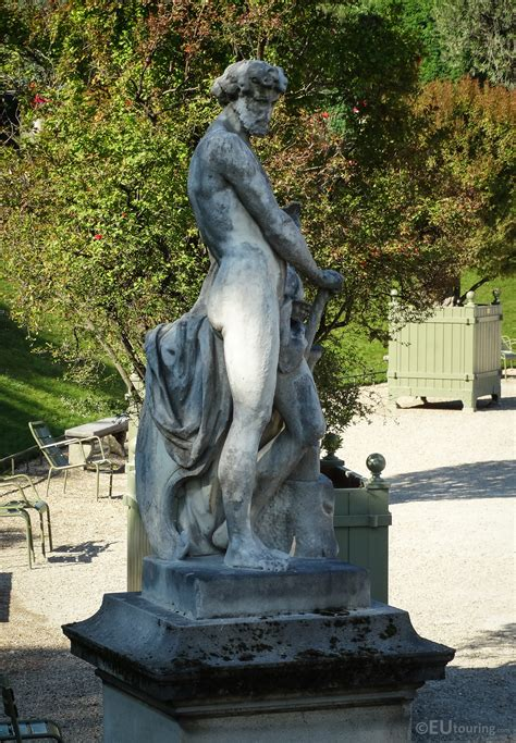 Photos of Vulcain or God of fire statue in Luxembourg ...