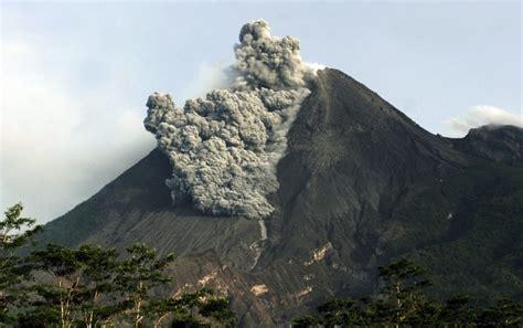 eruptive activity  mount marapi volcano indonesia