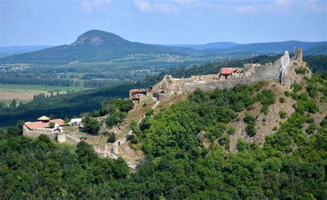 A szigligeti vár egyike azon kevés várainknak, amely a török időkben sohasem hordozta tornyain az oszmán felségjelvényeket. Szigligeti Vár - Hazai Provence - Kapolcs