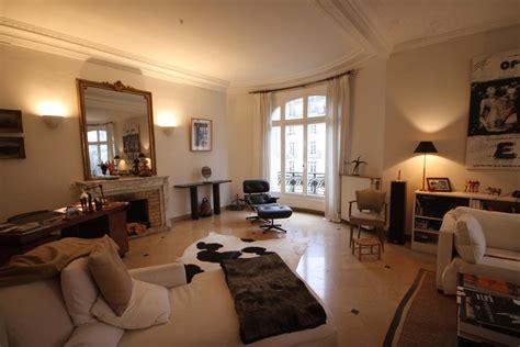 photo salon et appartement design ethnique beige et noir