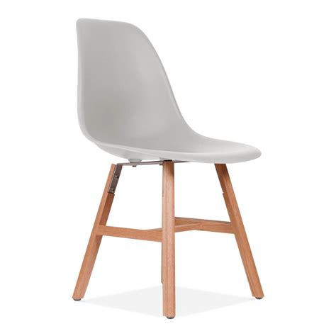 chaise gris clair chaise eames inspired dsw gris clair avec pied style
