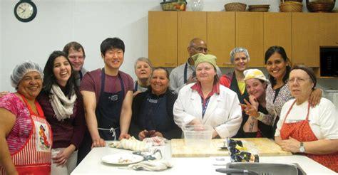 apprendre à cuisiner armée du salut l atelier de cuisine écono permet d apprendre à cuisiner en respectant un budget