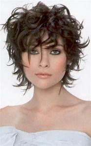 Coiffure Cheveux Courts Bouclés : cheveux boucles courts ~ Melissatoandfro.com Idées de Décoration
