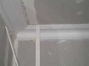 Corniche Plafond Platre : la pose de corniches en pl tre salon pisode 17 r novation d 39 une maison de ville ~ Voncanada.com Idées de Décoration