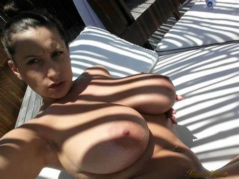 Pornstar Outdoors Web Selfie Gre Lustful Jane Cleavage Home In A Vacation Hut