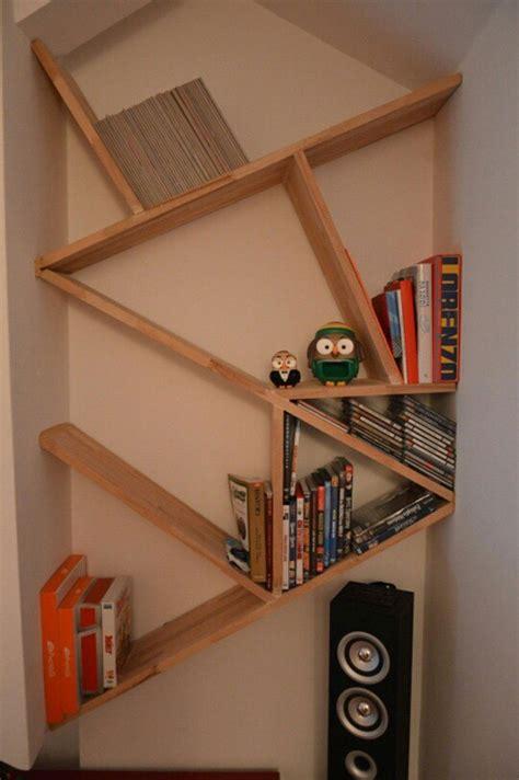 arredamento mensole di design mini libreria per la mansarda mensole in composizione