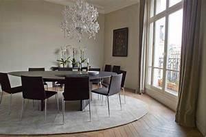 Salle a manger design peinture gris meuble noir rideaux taupe for Meuble salle À manger avec chaise de cuisine couleur gris