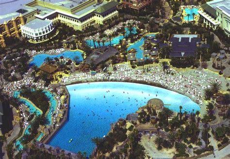 The Best Las Vegas Swimming Pools