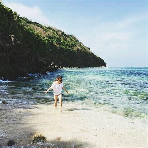 pose foto romantis  pantai nusagates