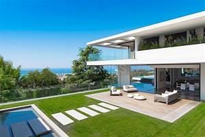 Cannes exceptionnelle villa d39architecte vue mer for Villa a louer en belgique avec piscine 3 cannes exceptionnelle villa darchitecte vue mer