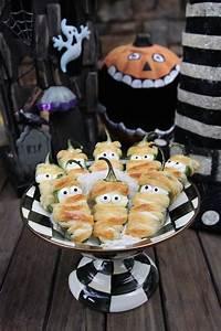 Buffet Halloween : 17 best ideas about halloween buffet on pinterest spooky ~ Dode.kayakingforconservation.com Idées de Décoration