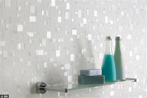 papier peint salle de bain chantemur 20 rev 234 tements qu on aime pour la salle de bains c 244 t 233 maison