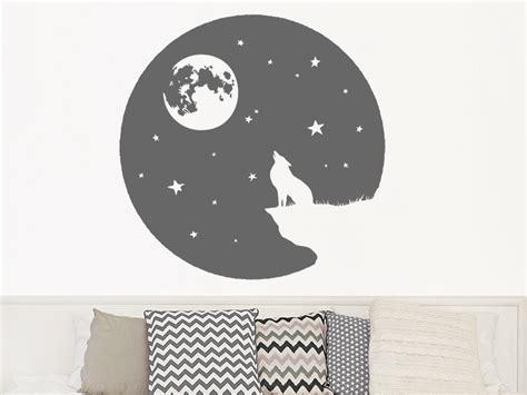 Wandtattoo Kinderzimmer Wolf by Wandtattoo Heulender Wolf Mit Mond Und Sternen