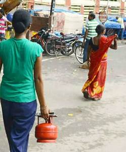 Soon, buy 5kg cooking gas refills at petrol pumps - Times ...