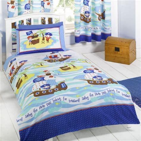 chambre bébé pirate lit pirate lit pour chambre de pirate et housse de