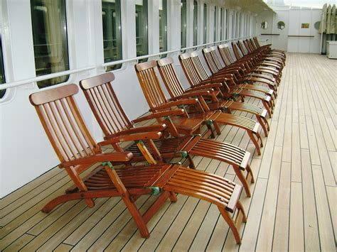 going going titanic steamer chair sells for 163