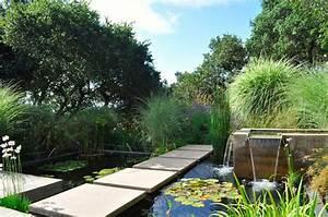bassin de jardin 8 idees pour creer un bassin aquatique With faire un jardin zen exterieur 8 creer un bassin contemporain dans votre jardin