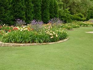 Beautiful flower garden ideas home and gardens plus small for Small round garden design