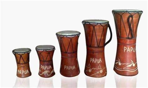Talempong adalah sebuah alat musik pukul khas suku bangsa minangkabau. 5 Jenis Alat Musik Berdasarkan Sumber Bunyi & Contoh Lengkap