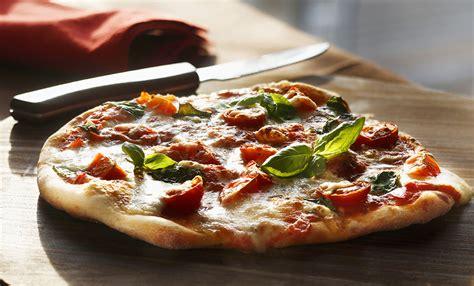 Pizza Fatta In Casa Veloce by Pizza Fatta In Casa Morbidissima La Ricetta Facile E Veloce