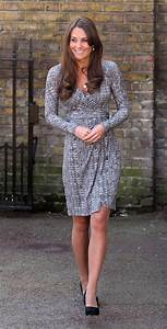 Kate Middleton shows off baby bump after pregnant bikini ...