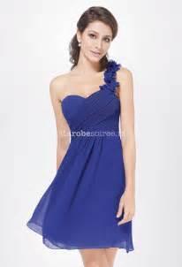 robe bleu roi mariage tenue de soirée courte bretelle asymétrique fleurie