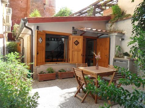 cottage roma colosseum cottage rome italy booking