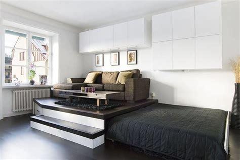 chambre a coucher surface lit estrade idée de rangement petits espaces chambre lit