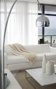 le lampadaire de salon 45 belles idees deco en images With meuble pour lampe de salon