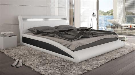 chambre avec lit noir lits en cuir design