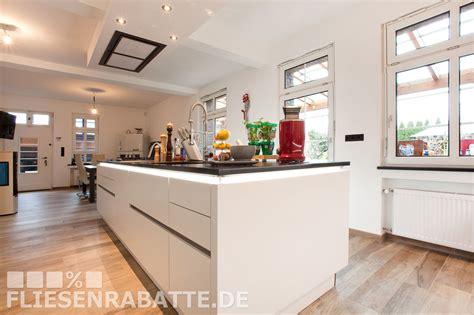 Küche Fliesen Esszimmer Parkett by Wei 223 E Luxus K 252 Che Fu 223 Bodenfliesen Kronos Ceramiche