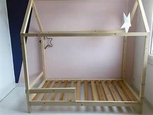 Lit Bebe Cabane : diy un lit cabane pour une chambre d 39 enfant cabanes diy et chambres ~ Teatrodelosmanantiales.com Idées de Décoration
