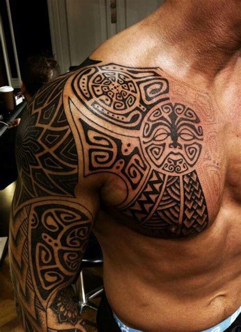 tatouage homme bras epaule