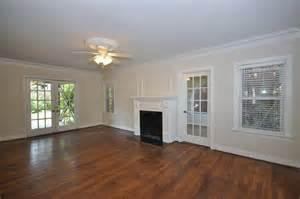 what colour carpet goes with antique white walls carpet