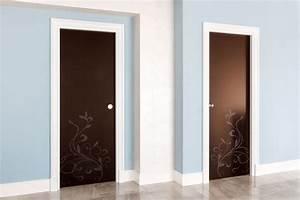 Porte per interni di design su misura in legno e vetro con decorazioni