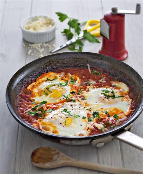 œufs frits à la sauce tomate régal