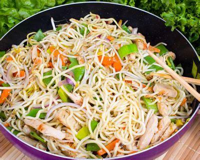 recette de cuisine au wok recette nouilles sautées à la dinde et légumes au wok