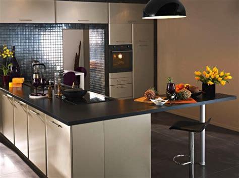 cr馘ence moderne pour cuisine cuisine faience cuisine gris 1000 idées sur la décoration et cadeaux de maison